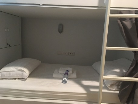 Bett im Ratana Boutique Hostel